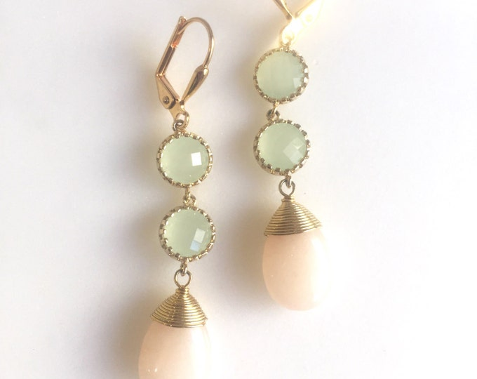 SALE - Pale Peach and Mint Stone Bridesmaid Earrings in Gold. Dangle Earrings.  Bridesmaid Jewelry. Spring Wedding Jewelry.