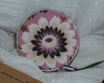 Retractable tape measure, covered with pink and brown floral fabric