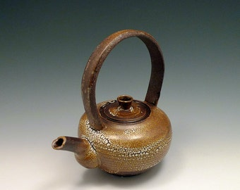 Tea Pot with the Pearl Crawl