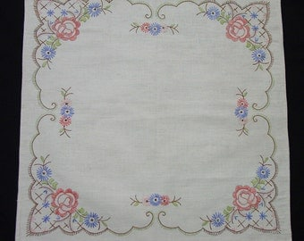 """Pretty Vintage Hand Embroidered Centerpiece, Table Mat, 18 1/2"""" Square"""