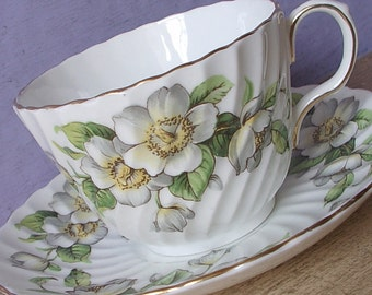 Vintage Gift for bride, Aynsley dogwood teacup and saucer, White flowers china tea cup, English teacup, Bone china teacup, Antique teacup