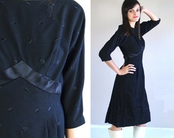 Half Off vtg 50s black EMBROIDERED FLORAL pinup DRESS Small cocktail empire bombshell wool madmen wiggle fitted