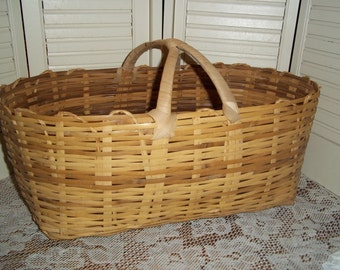 Large vintage tightly woven Farmhouse basket w handles wicker French country primitive, gathering 20 x 10