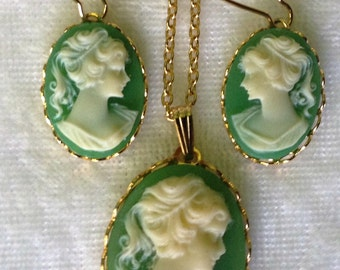 Beautiful Gift Quality Vintage Kelly Green and Ivory in Gold Cameo Jewelry Set  ... Great Gift Idea