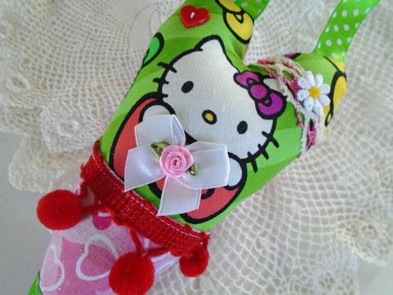 Hello Kitty Heart Pillow / Girls Hello Kitty Bedroom by DoesMeadow