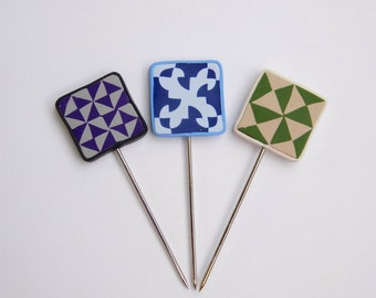 Quilting T pins, quilt block patterns, polymer clay decorative sewing pins, pin toppers