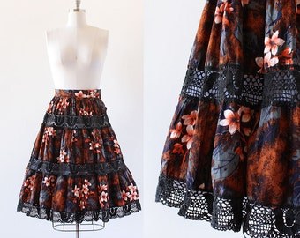 1950s Hawaiian Crochet and Cotton Skirt / 1950s Hawaiian Skirt / Flower Print Skirt / Full skirt / Extra Small XS 24 Waist