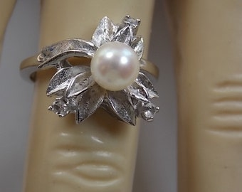 1960s Pearl and Diamond Ring White Gold 10K 3.8gm Size 5.75 Flower Leaf Design