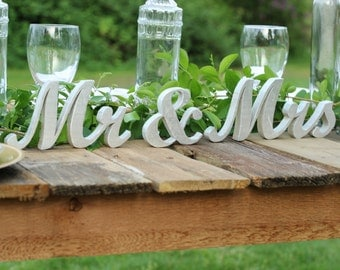 Mr & Mrs sign for weddings, Wedding Gift, Wood Mr and Mrs Wall Decor, Mr and Mrs Signs for Home Decor,Bridal Shower Gift,Wedding Decorations