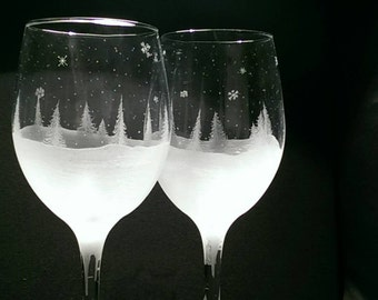 Etched Wine Glass Winter Holiday Christmas Scene Stemware