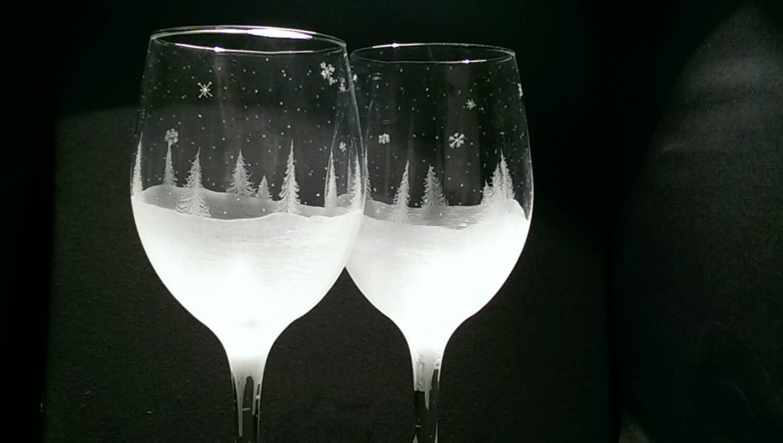 Winter wine glass holiday christmas scene stemware for Holiday stemware