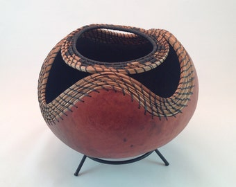 Gourd with pattern on pine needles