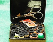 Vintage Embroidery SCISSORS n BELDING CORTICELLI  Sewing Box (Hinged Case) W/ 20 Spools Needles Scissors & Thimble Good Pre-Owned Condition