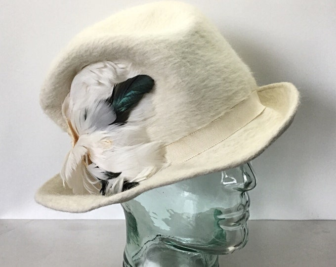 LT Italy Vintage Mohair Hat for Elizabeth Millinery, Cream Fadora with Duck Feathers. Cloche Hat. Millinery Hat. Vintage Cream Wedding Hat.