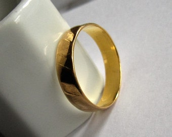 Gold Wedding Band, 18kt Yellow Gold.