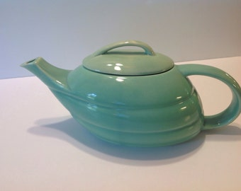 Vintage Bauer Tea Pot with lid, very good condition, Green,