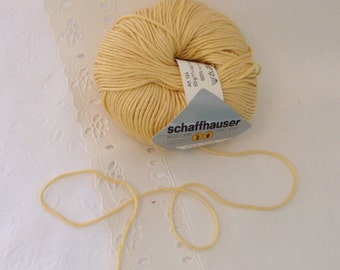 Schaffhauser Piazza -  cotton embroidery floss - Made in Italy - 8 strands - lemon - Dandelion yellow - machine washable - mellow yellow