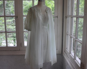Vanity Fair Baby Doll Chiffon and Lace Peignoir Set/Vintage 1960s/Pale Green Two Piece Nightie and Robe/Size Small