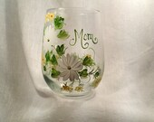 Daisy hand painted personalized wine glass for mom sister aunt friend cousin bridesmaid grandma sister in law niece etc