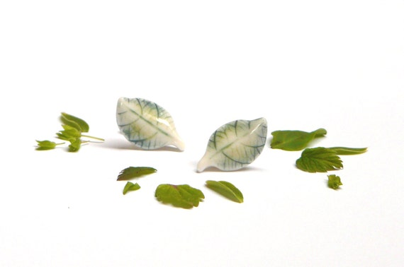 Porcelain leaf ear studs (available in different colors)