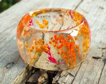 Botanical bangle. Resin bracelet. Gift for her. Boho jewelry. Field flowers bracelet. Woodland romantic bangle. Real flowers bracelet