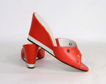 Vintage 60s Red & White Leather Wedge Sandal, Peep Toe Mod Mule, Casual Slip on Sandal by Naturalizer 9M