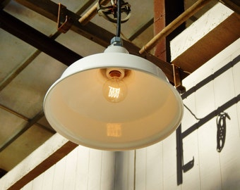 Pendant Lights White Enamel Small, Industrial Lights, Restaurant Lights, Vintage Benjamin, Enamel Light Fixture, Porcelain Light, Barn Light