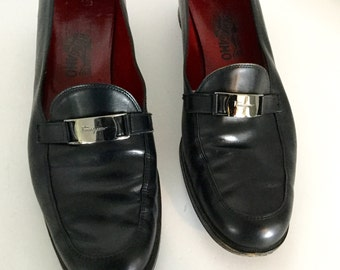 Gorgeous Pair of Salvatore Feragamo Itailian Leather Shoes Size 11 B Loafers Buckle