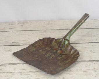 Vintage Green Metal Dust Pan Crumb Catcher Silent Butler Crumb Collector