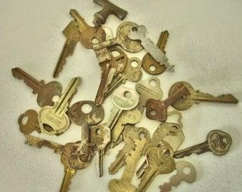 Vintage Lot of Keys Brass-Rustic-Flat-Barrel- Crafts-Altered Art-Mix Media -Steampunk Lot no.41