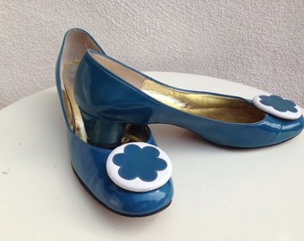 Vintage Mod pumps teal blue patent leather round heel flower accent sz 8N by Mr Stanley Philipson