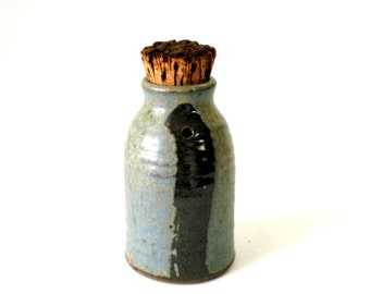 Vtg Peter LEACH 5in BOTTLE Sauce Oil JUG Shaker Pourer Cork Studio Pottery Green Tan Iron Inclusions Functional Mingei Style Mn Art Signed