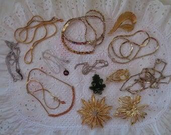 Vintage Jewelry Destash Lot Necklaces Brooches Chains Pendants Jade CZ Gold Tone Silver Tone