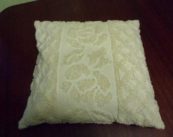 White Cream Chenille Pillow Covering    (T)