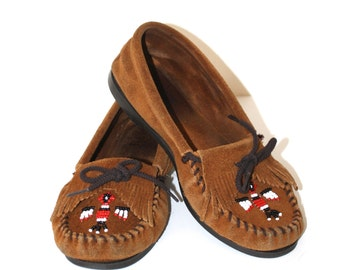 Minnetonka THUNDERBIRD Moccasins . Vintage Brown Suede Leather Kiltie Native Moccasins with Beads . Women's Size 9