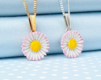 Lawn Daisy Pendant Necklace