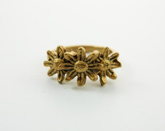Gold Daisy Ring - VRE010