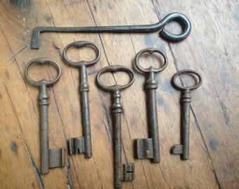 French Skeleton Chateau Keys Antique 18th Century Iron Castle Door Garden Gate  Set of 5 Keys, 1 Lock Pick
