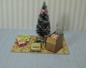 Gaël  Miniature Christmas  preparation mat Christmas tree and Christmas decorations. 1:12 dollhuse miniature christmas tree