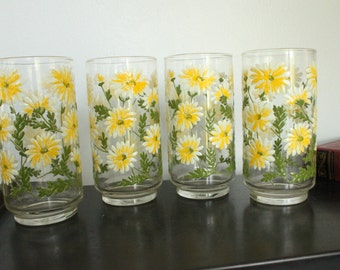 1970s groovy Flower Power Libbey Vintage Clear Glasses Set of 4 Yellow Green Orange and White, Daisy Flowers Floral, Cups, Cooler glasses