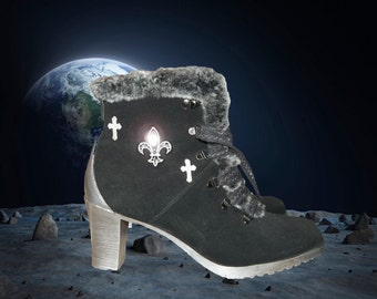 One of a Kind // Hand-Painted // Sporto Winter Snow Suede Ankle Heels Boots // Size 8.5 US 6 UK 38 EUR
