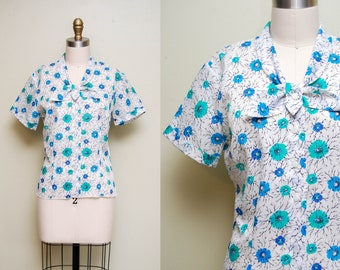 Vintage 1960s 'Frozen Floral' Printed Secretary Blouse w/ Ascot / Short Sleeves / Button Up / Size Medium