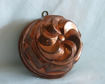 Pinwheel shaped cake mold vintage copper. Gelatine, jello, jelly, puding. Decorative, WALL HANGING. Restaurant, diner, kitchen decor. Patina