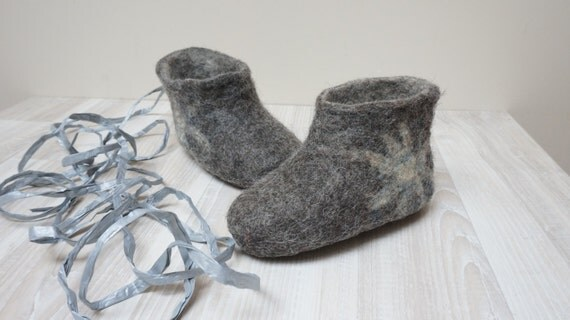 Felt baby children newborn toddler booties shoes slippers made of wool size Gift 6 12 month Custom gray blue red shower Christmas