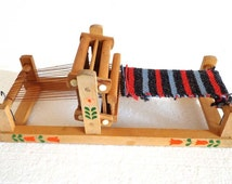 Vintage Wooden Small Child WEAVING LOOM