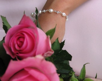 Bridal bracelet, Freshwater pearl bracelet, Bridal jewellery, Pearl and Crystal bracelet, Dainty bridal bracelet, Bridesmaid Jewellery