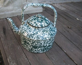 Kettle white and green vintage enamel mouchettee