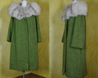 1960s Glorious Silver Fox Fur Collar & Green Wool Boucle Chat