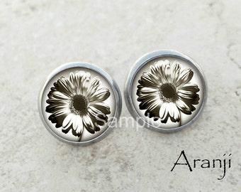 Glass dome daisy earrings, daisy earrings, daisy stud earrings, white daisy stud earrings, daisy jewelry, white flower earrings, PL143E