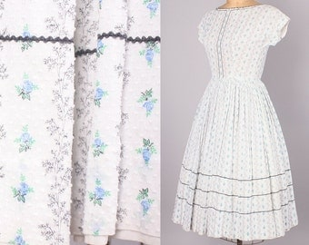 1950's Day Dress // Vintage Swiss Dot Floral Dress // Fitted Bodice w Back Buttons 24 inch waist  (xs - small)